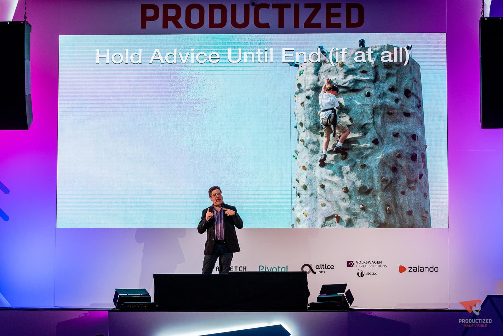 """Steve Portigal speaking from a stage in fromt of a slide reading """"Hold Advice Until The End"""""""